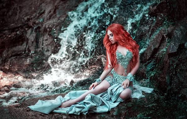 Картинка девушка, поза, скала, стиль, настроение, водопад, платье, Мария Липина, огненные волосы