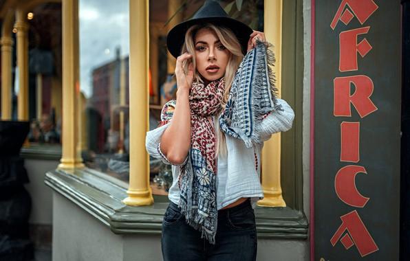 Картинка взгляд, поза, модель, портрет, джинсы, шляпа, макияж, шарф, фигура, прическа, блондинка, кофточка, стоит, боке, Tillie, …