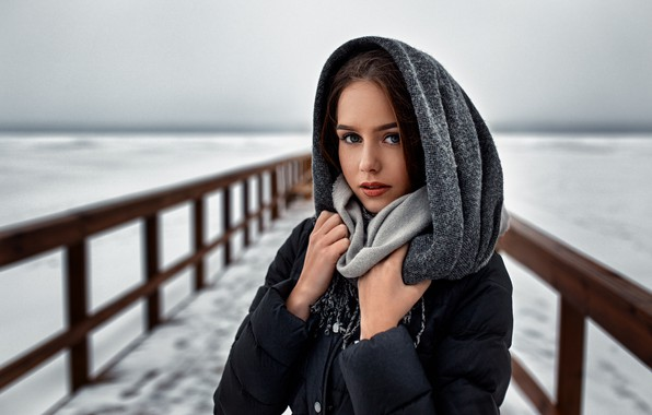 Картинка girl, Model, photo, blue eyes, winter, snow, fence, bokeh, lips, face, coat, brunette, cold, scarf, …