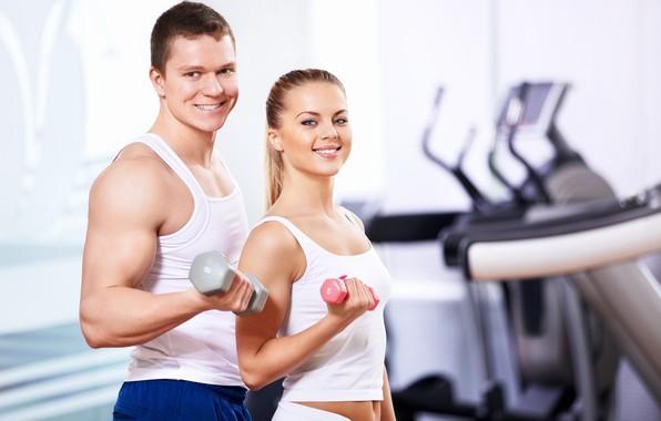 Картинка девушка, улыбка, спорт, мужчина, мускулы, гантели