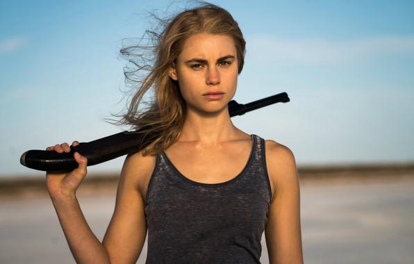 Картинка взгляд, поза, оружие, волосы, актриса, блондинка, сериал, view, hair, blonde, pose, actress, TV series, Люси …