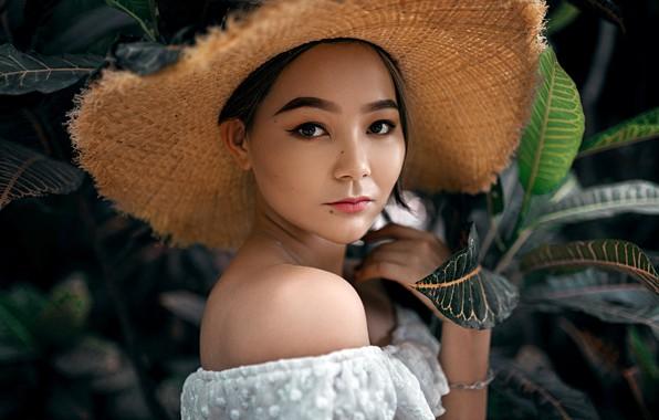 Картинка взгляд, листья, природа, модель, портрет, шляпа, макияж, брюнетка, прическа, топик, азиатка, в белом, боке, Aleksandr …