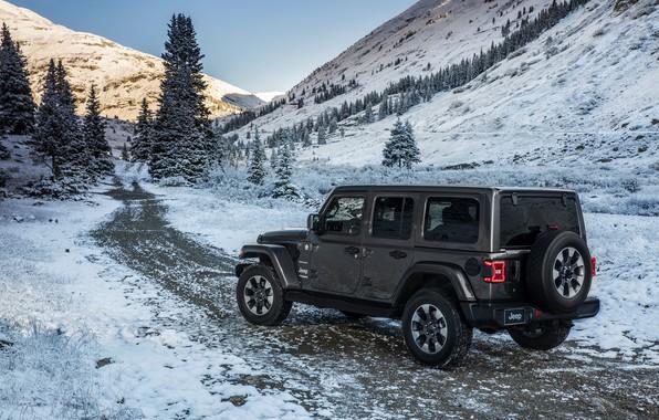 Картинка дорога, снег, горы, 2018, Jeep, тёмно-серый, Wrangler Sahara
