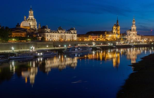 Картинка отражение, река, здания, дома, Германия, Дрезден, причал, ночной город, набережная, Germany, Dresden, Саксония, Saxony, церкви, …