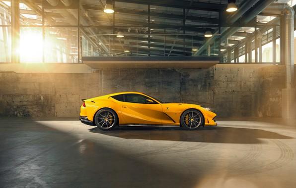 Картинка машина, свет, следы, жёлтый, ангар, Ferrari, шины, диски, вид сбоку, стильный, спортивный, Superfast, 812, by …