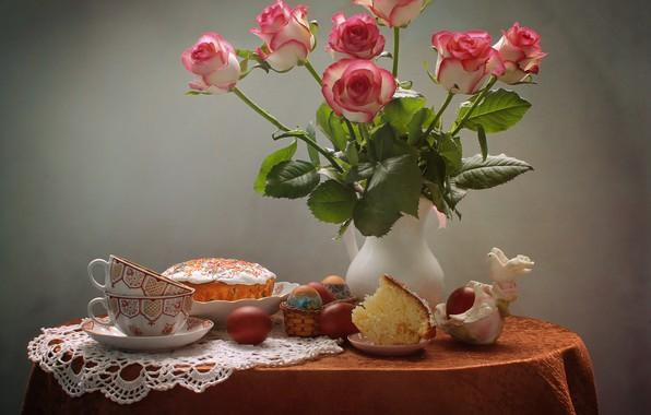 Картинка цветы, стол, праздник, розы, яйца, Пасха, голуби, чашки, кувшин, натюрморт, кулич, салфетка, фигурка, крашенки, Ковалёва …