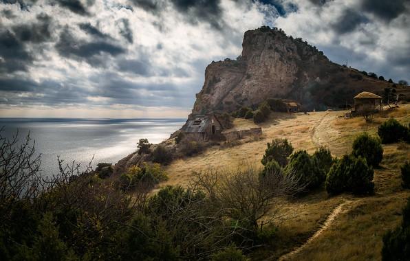 Картинка море, небо, облака, пейзаж, природа, берег, гора, домик, Крым, кустарники, Балаклава, Мотыль, тррпинка