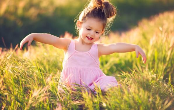 Картинка поле, лето, радость, природа, платье, девочка, травы, малышка, ребёнок, хвостик, Edie Layland