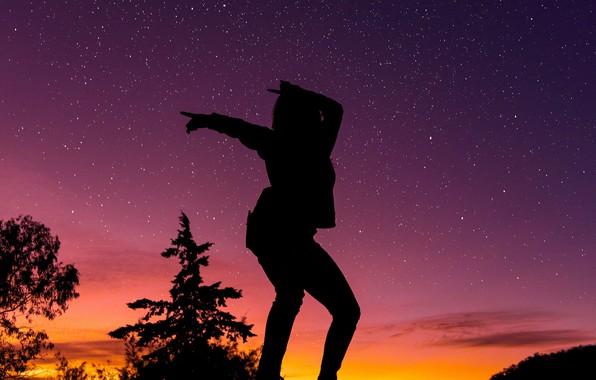Картинка dark, girl, twilight, sky, trees, woman, sunset, stars, mood, dancing, silhouette, posing, starry sky, moods, …