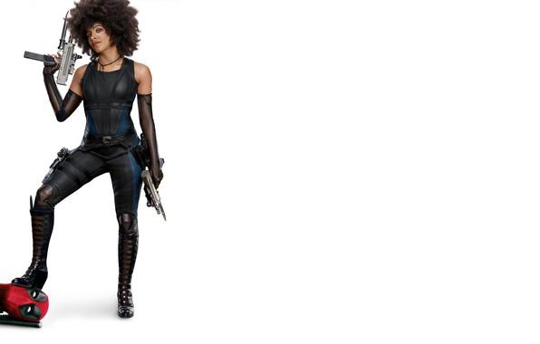 Картинка девушка, оружие, фантастика, фигура, прическа, костюм, белый фон, Райан Рейнольдс, Ryan Reynolds, Deadpool, комикс, MARVEL, ...