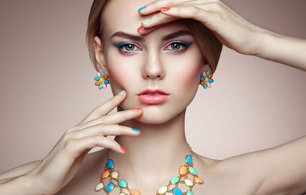 Картинка взгляд, украшения, лицо, поза, фон, модель, портрет, руки, макияж, прическа, красотка, маникюр, Oleg Gekman