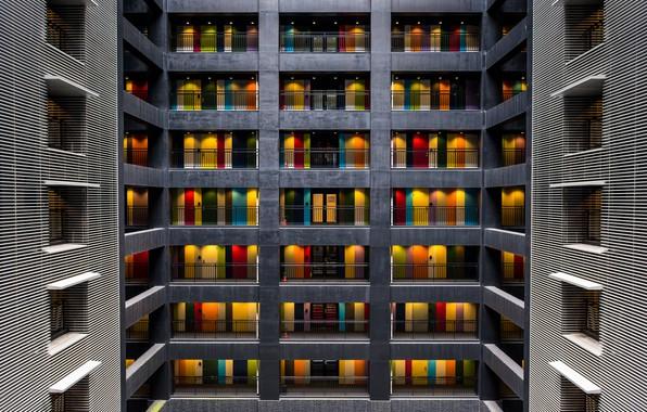 Картинка свет, город, дом, здание, окна, балконы