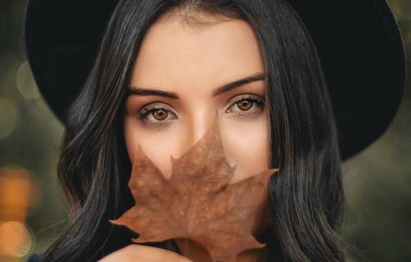 Картинка осень, глаза, взгляд, девушка, лист, настроение, Renato Abati