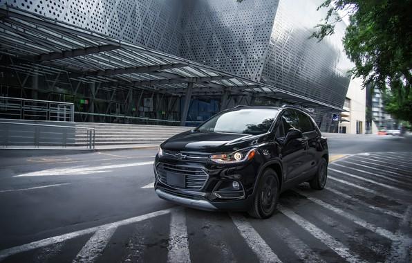 Картинка дорога, улица, здание, Chevrolet, Midnight, Trax Premier