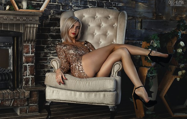 Картинка girl, dress, legs, photo, photographer, blue eyes, short hair, model, lips, face, blonde, armchair, fireplace, …