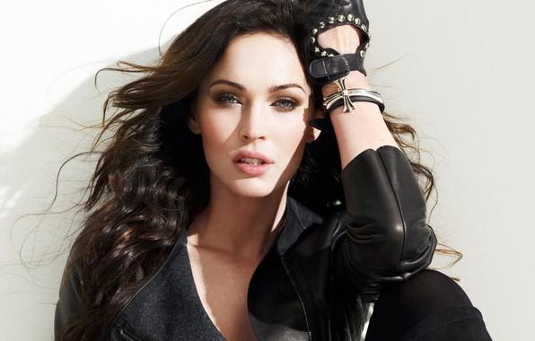 Картинка взгляд, девушка, секси, поза, Megan Fox, волосы, актриса, куртка, красивая