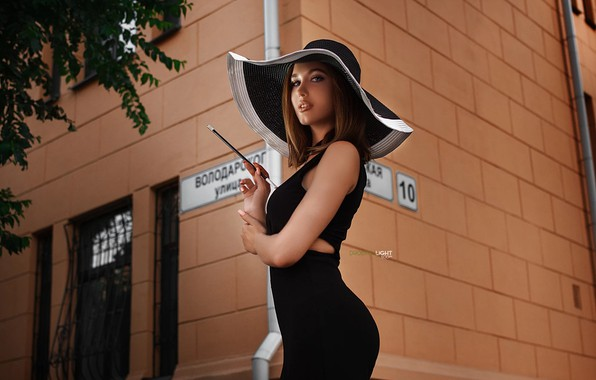 Картинка девушка, улица, шляпа, платье, двор, Дарья, Alexander Drobkov-Light