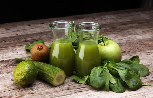 Картинка зелень, листья, стол, доски, яблоко, киви, огурец, сок, лайм, стаканы, фрукты, овощи, боке