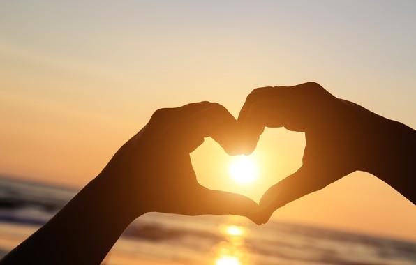 Картинка любовь, закат, сердце, руки, love, beach, heart, sunset, romantic, hands
