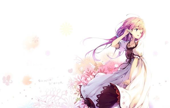 Картинка ветер, девочка, белый фон, кружева, рыжие волосы, цветочки, белое платье, подмигивание, summer breeze