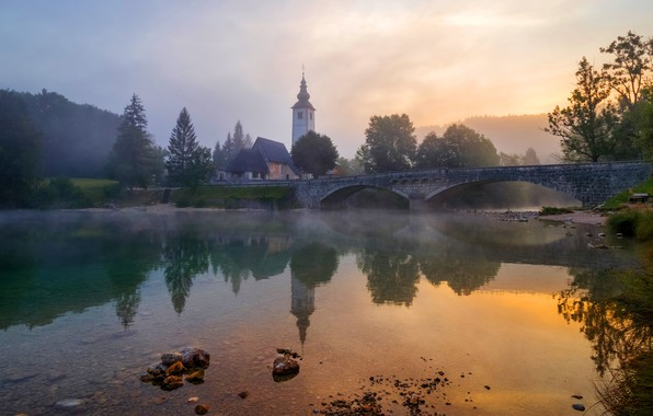 Картинка небо, деревья, пейзаж, мост, природа, туман, отражение, камни, рассвет, берег, утро, церковь, дымка, храм, архитектура, …