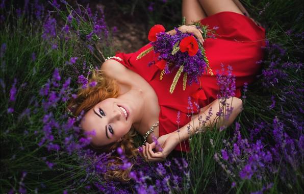 Картинка взгляд, девушка, цветы, поза, улыбка, настроение, букет, лаванда, Алексей Латыш, красно платье