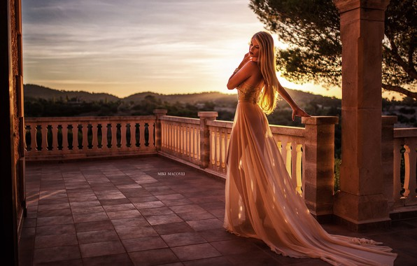 Картинка girl, long hair, dress, photo, sunset, photographer, model, bokeh, lips, blonde, back, portrait, mouth, makeup, …