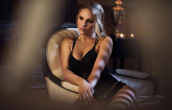 Картинка девушка, поза, кресло, макияж, блондинка, нижнее бельё, Maarten Quaadvliet
