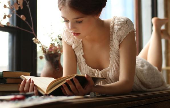 Картинка girl, cleavage, dress, legs, brown hair, breast, photo, photographer, blue eyes, barefoot, model, lips, face, …