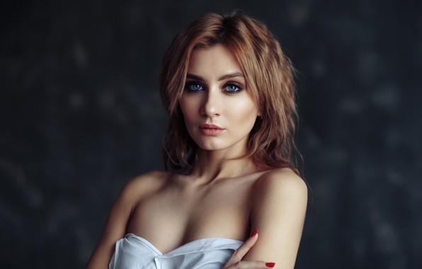 Картинка взгляд, девушка, лицо, фон, портрет, макияж, плечи, Евгений Булатов, Ульяна Соловьева