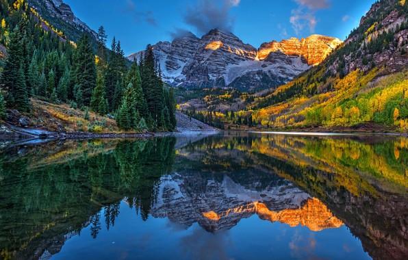 Картинка осень, лес, горы, озеро, отражение, синева, скалы, холмы, берег, склоны, вершины, ели, освещение, Колорадо, США, …