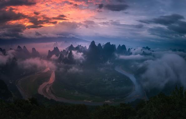 Картинка небо, облака, горы, река, China, поля, Китай, river, sky, mountains, clouds, fields, Zhu Xiao