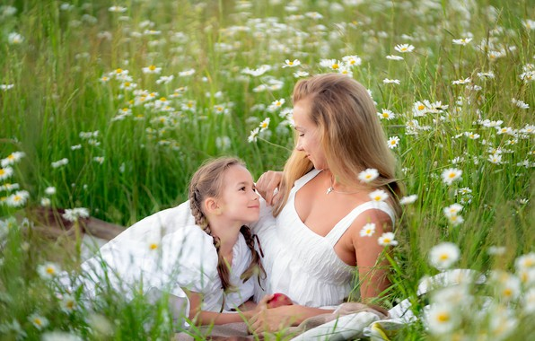 Картинка поле, лето, цветы, природа, женщина, ромашки, девочка, травы, мама, ребёнок, дочь, мать, русая