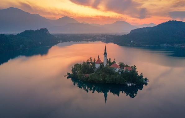 Картинка пейзаж, закат, горы, природа, озеро, вечер, церковь, островок, Словения, Блед, Андрей Родионов