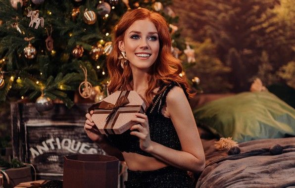 Картинка девушка, улыбка, настроение, подарок, Новый год, рыжая, рыжеволосая, Альбина Пономарева