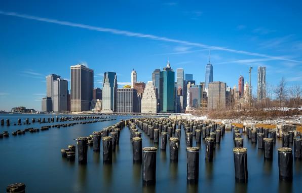 Картинка небо, солнце, снег, деревья, пейзаж, столбы, дома, Нью-Йорк, залив, США, набережная, небоскрёбы
