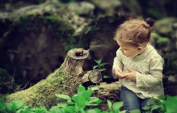 Картинка природа, интерес, улитка, девочка, коряга, малышка, ребёнок, Darya Stepanova