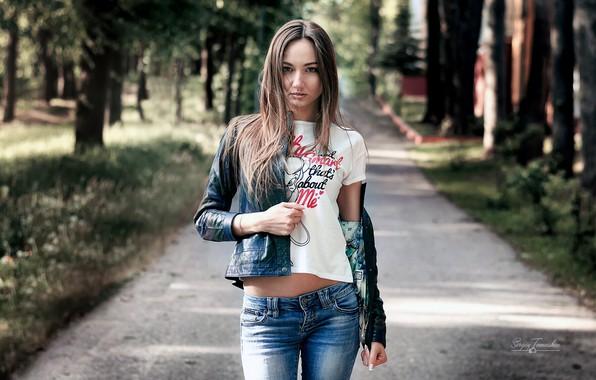 Картинка girl, long hair, trees, brown hair, photo, photographer, blue eyes, park, model, bokeh, lips, jeans, …