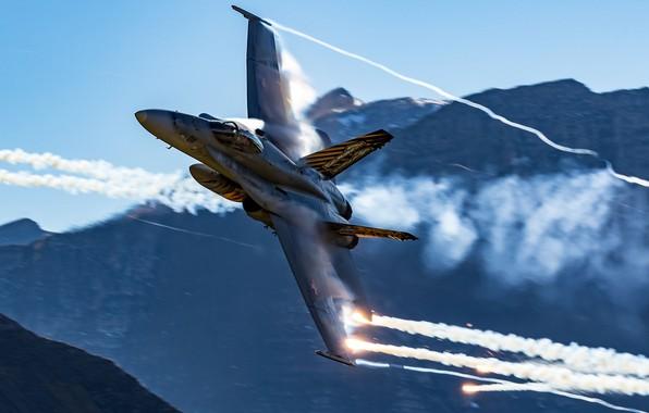 Картинка Горы, Истребитель, ЛТЦ, ВВС Швейцарии, Эффект Прандтля — Глоерта, F/A-18 Hornet
