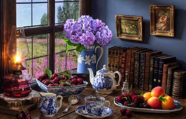 Картинка цветы, стиль, ягоды, чай, книги, лампа, чайник, окно, кружка, картины, персики, черешня, гортензия