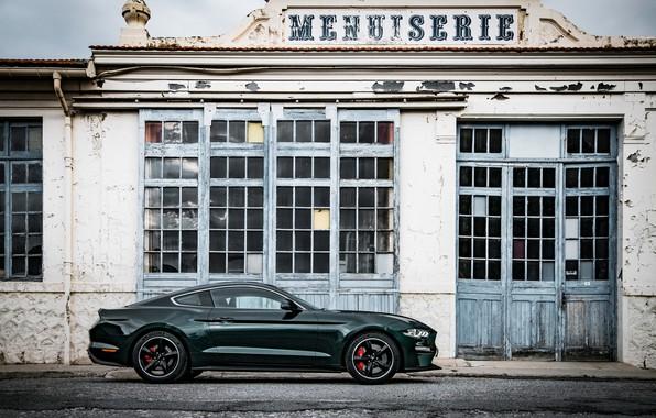 Фото обои Ford, 5.0 л., стоянка, V8, Mustang Bullitt, 2018, фастбэк, 460 л.с., здание