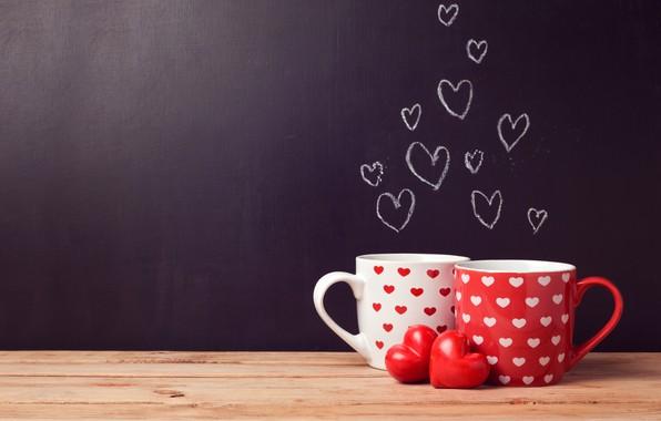 Картинка стол, фон, стена, доски, две, сердца, чашки, сердечки, белая, красная, День святого Валентина, боке