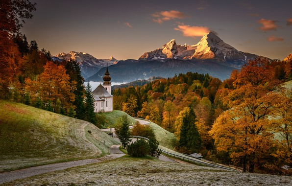 Картинка дорога, осень, лес, деревья, горы, Германия, Бавария, церковь, Germany, Bavaria, Bavarian Alps, Баварские Альпы, Berchtesgaden, …