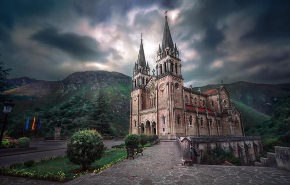 Картинка España, Principado de Asturias, Basílica de Santa María la Real de Covadonga