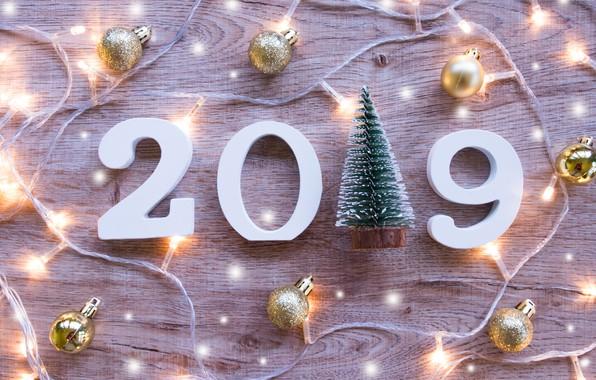 Картинка дерево, шары, доски, Новый Год, цифры, new year, гирлянда, balls, wood, winter, background, decoration, 2019