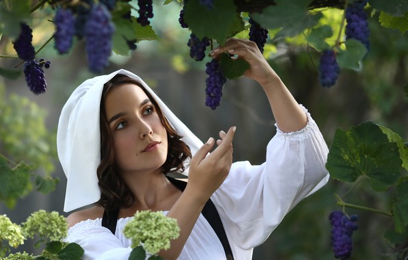Картинка девушка, цветы, виноград, Ирина Голубятникова