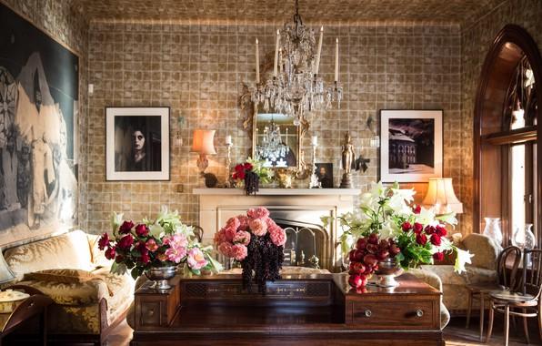 Картинка цветы, стол, лампы, комната, интерьер, кресло, окно, люстра, картины, камин, диваны, гостиная, вазы
