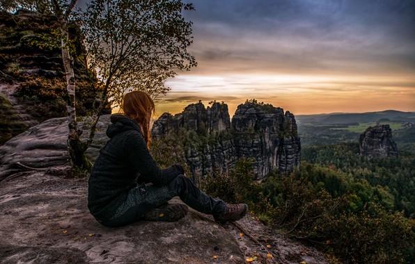 Картинка осень, девушка, пейзаж, закат, горы, природа, дерево, Германия, берёза, леса