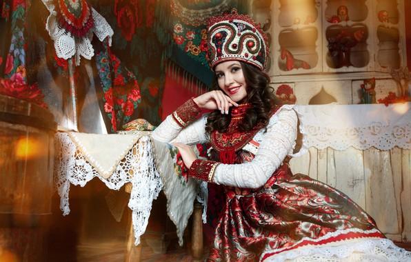 Картинка девушка, поза, улыбка, стиль, наряд, сарафан, кокошник, Анастасия Голубева, Анастасия Кукина