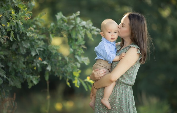 Картинка лето, листья, ветки, природа, женщина, поцелуй, мальчик, малыш, мама, ребёнок, сын, боке, мать, материнство, Chudak …